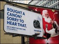 Reklama przy budynku